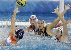 Dutch vs U.S. in women's waterpolo