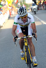 Cadel Evans attacks in the final 5km to win the 2009 world championship