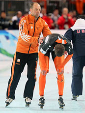 Sven Kramer is disqualified from gold in the 10,000 meters because of a coach's error