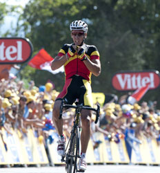 Philipe Gilbert wins stage 1, taking yellow and green and polka dot all at once