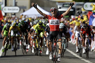 Tony Gallopin powers to victory from the break