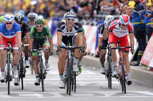 Marcel Kittel takes third stage in four races