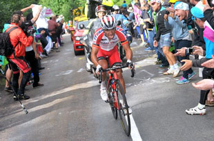 Joaquim Rodriquez looking good in the polka dot best climber jersey